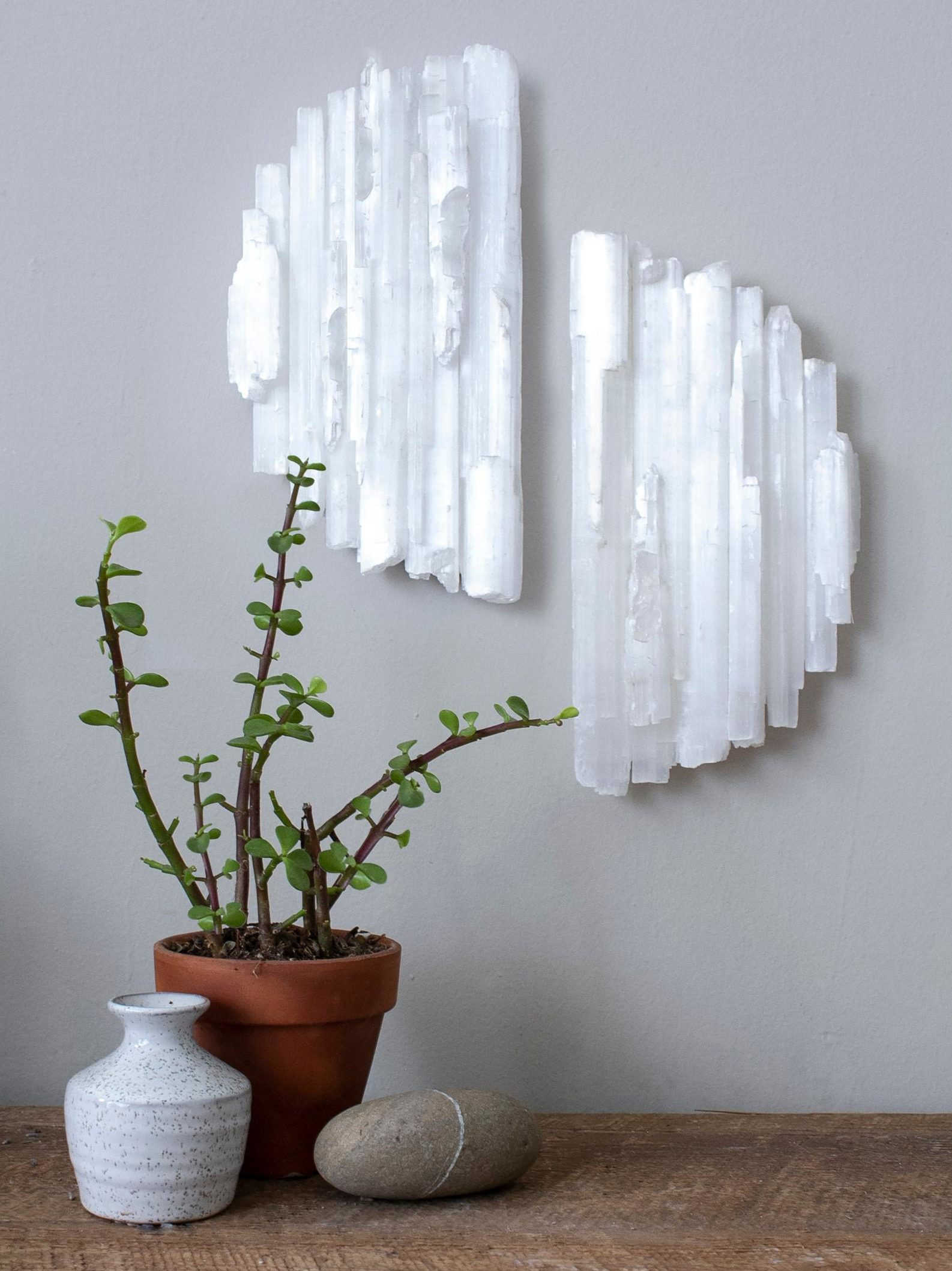How to Use Selenite: Properties, Benefits, and Meaning 2